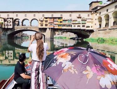FLORENCE BOAT TOUR ON FLORENTINE GONDOLA