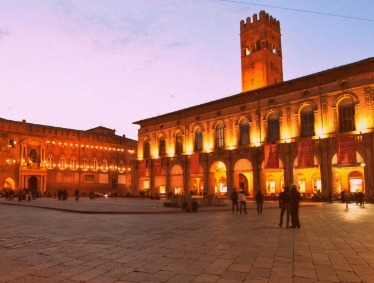 Smart Transfer from Florence to Venice with stop in Bologna and Parmigiano tasting